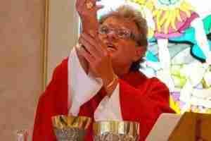 Bishop-Adler-lift-the-Host